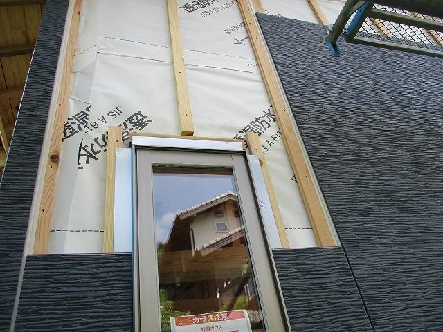 外壁材を張ります