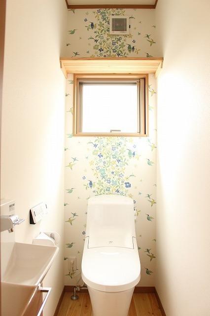 緑系トイレの壁紙