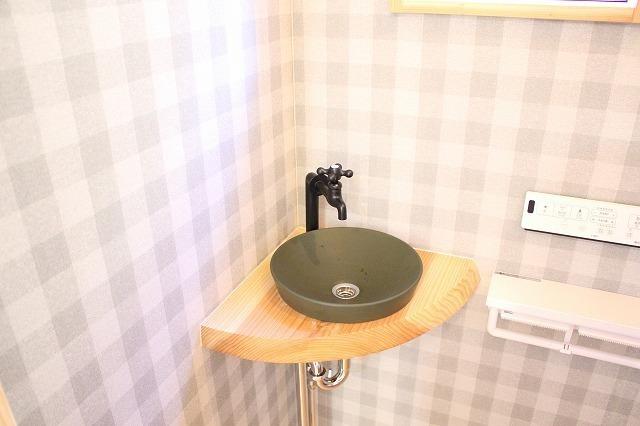 ギンガムチェックのトイレの壁紙