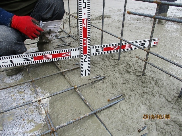 底盤コンクリート厚さ確認