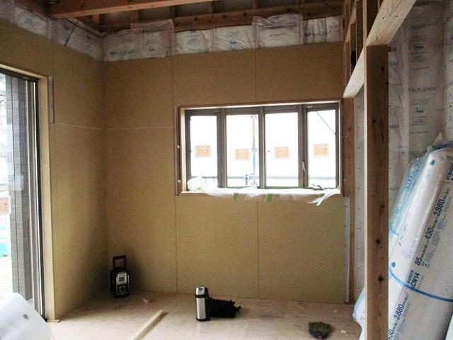 建具枠取付&断熱材&石膏ボードを張っております