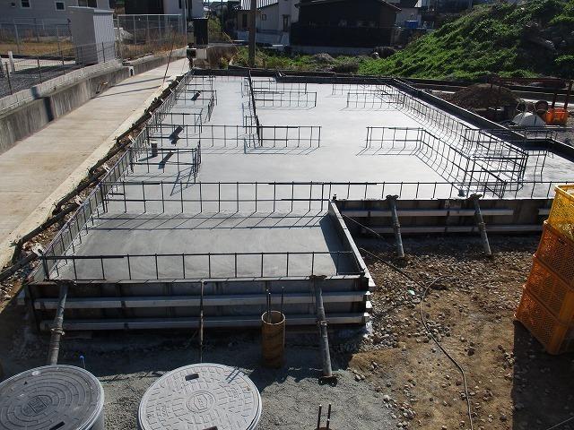 底盤コンクリート打設完了