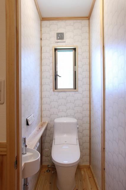 ゾウさんの壁紙のトイレ