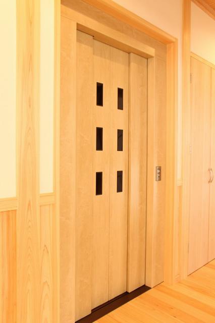 便利で高齢者に優しいホームエレベーター