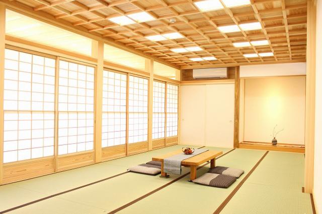 格子組天井と16帖大広間