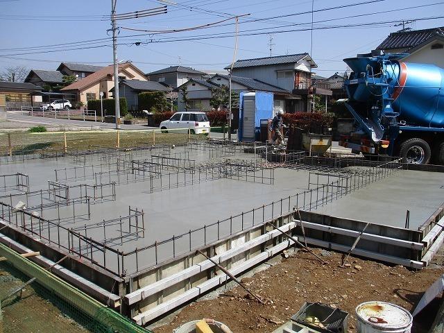 基礎底盤コンクリート打設状況