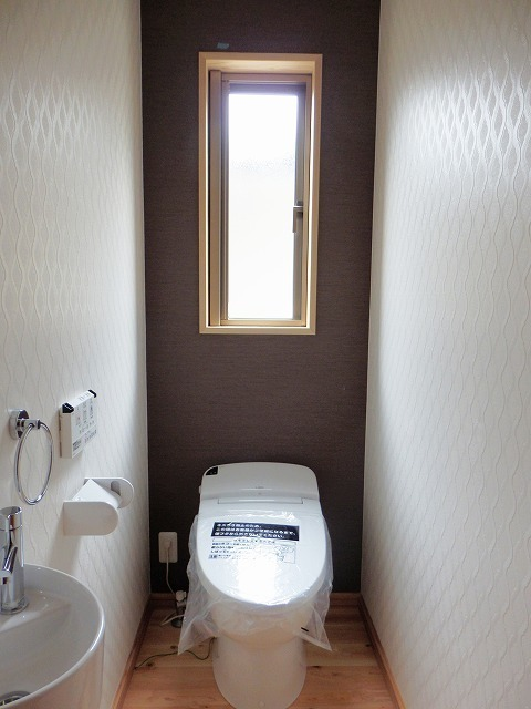 高級感あるトイレの壁紙の組み合わせ