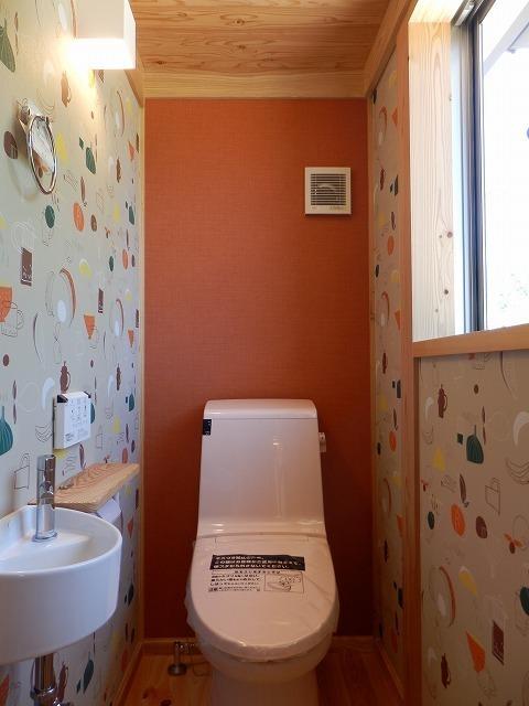 ポップでかわいいトイレの壁紙